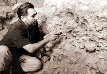 Prof. M.Husseinov carrying out archaeological excavation