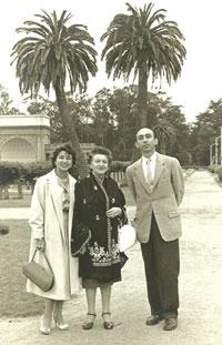 Lotfi Zadeh with his mother Feyga and wife Faina, San Francisco, 1960