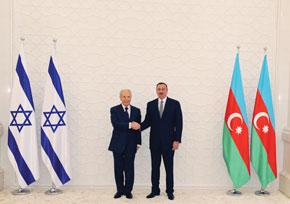 Azerbaijani President Aliyev receives Israeli President Shimon Peres in Baku