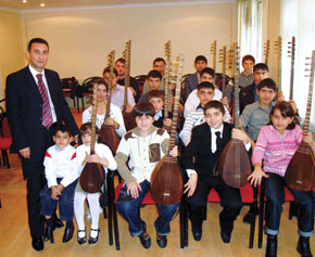 Young Strummers - The Saz Class