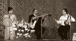 Jeffrey Werbock performs with Azerbaijani musicians at Baku´s Opera and Ballet Theatre in 1997