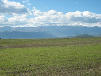 Zangezur mountainous, mountain range that defines the border between Armenia´s southern province of Syunik and Azerbaijan´s Nakhchivan Autonomous Republic