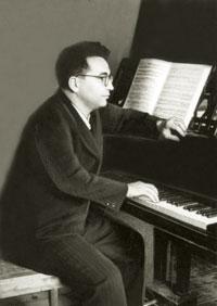 Qara Qarayev at the piano