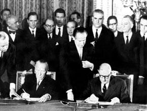 Adenauer and De Gaulle sign the Élysée Treaty
