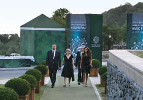 Arriving to open the Qabala International Music Festival: President Ilham Aliyev, Director General of UNESCO Irina Bokova, her spouse Kalin Mitrev and First Lady Mehriban Aliyeva