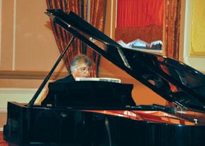 Farhad Badalbeyli plays Brahms