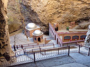 The mosque in a mountain, at Ashabi Kaf