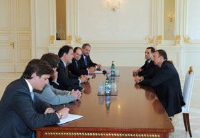 President Ilham Aliyev in discussion with the delegation