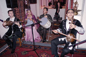 Tar, voice, nagara and kamancha serenade the flyers