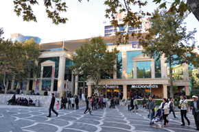 Shopping centre. Fountain Square. Photo: Visions