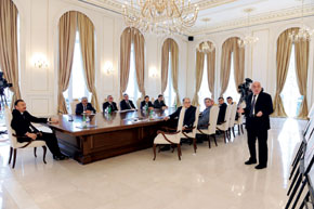First Vice President of SOCAR, Khoshbakht Yusifzadeh, speaking at the meeting on 24 November 2010