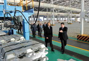 The president inspects the aluminium factory in Ganja