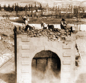 Demolishing the mosque. 1936