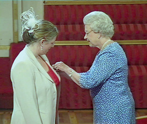 The Queen presents UAFA founder Gwendolyn Burchell with an MBE on 23 June 2004