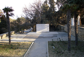 A memorial erected in memory of the British soldiers who died in Baku