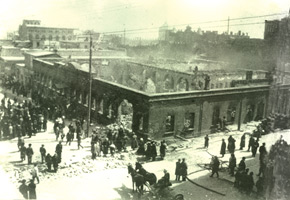 Nikolayevski street . Building of Kaspi newspaper after the massacre in March 1918. Photo: Vilkovski