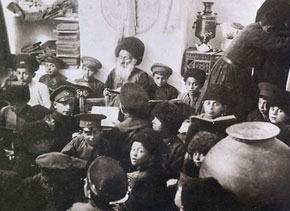 A class held at a Jewish school in Quba (early 1920s)