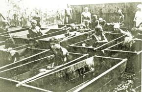 Treatment baths in the men´s branch of Naftalan Resort