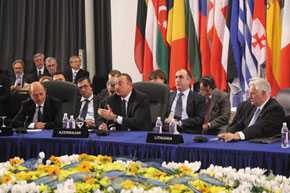 Azerbaijani President Ilham Aliyev holds discussions at the Energy Security Conference in Vilnius in 2007