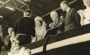 The Queen presents Bahramov with the Golden Nike award, 1966