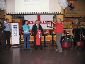 Fan-Friendly Forum presents T-shirt to Bahram Bahramov, Tofiq Bahramov's son in memory of his father., 2004