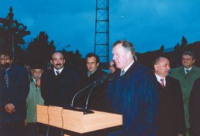 Geoff Hurst at the unveiling of Tofiq Bahramov's statue in Baku, 13 October 2004