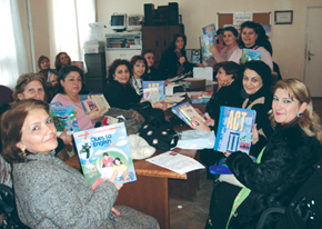 AzETA members gets book donation from English teachers in California, US