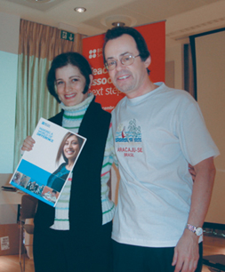 AzETA President Ragsana Mammadova with Prof. George Pickering at the Teachers´ Association Seminar in Cambridge, December 2006