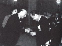 Lotfi Zadeh receives the Okava award, 1996