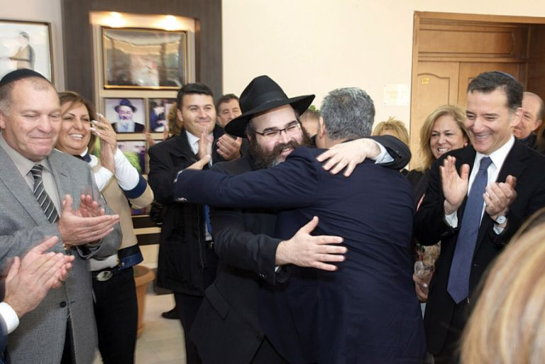 Head of the Chabad school, Rabbi Shneor Segal embracing Muslim benefactor Taher Gozel, with Azeri Consul General of Los Angeles Nasimi Aghayev and Rabbi David Wolpe looking on