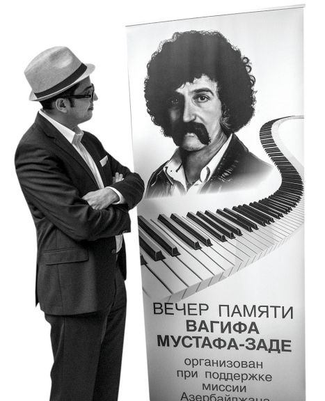 Ruslan pictured at an evening in memory of Azerbaijani jazzman Vagif Mustafazadeh at Chinar Hall in Brooklyn, New York