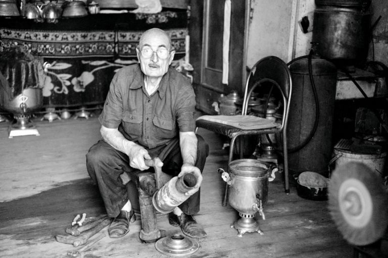 A man repairs a samovar. 2014