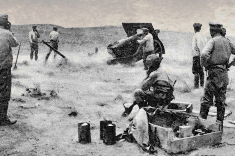 Dunsterforce gunners in action