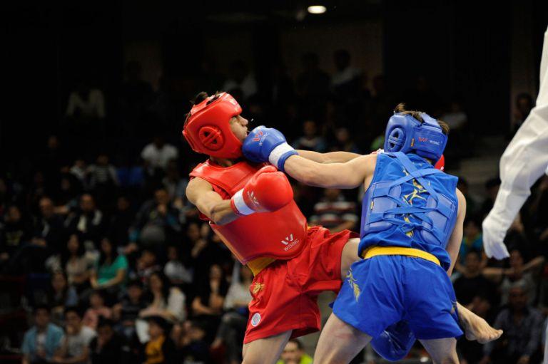 Abdul Razaq Ayam (Afghanistan, red) versus Mehmet Demirci (Turkey, blue) in the semifinal of wushu on 21 May. Demirci went on to win silver and Ayam – bronze. Photo: Eldar Farzaliyev