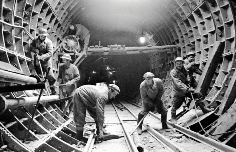Construction work at Ganjlik station. March 1969. Photo: Azertaj
