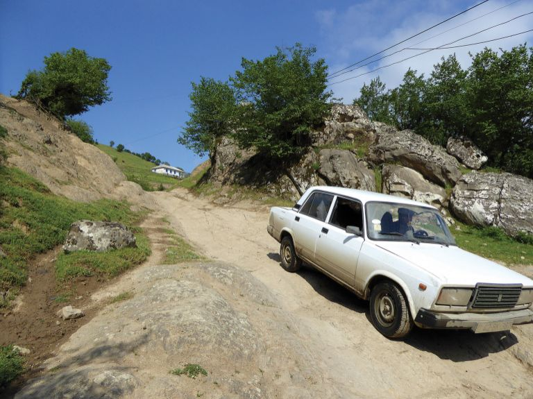 Descending into Hamosham without a high clearance 4WD is a serious challenge