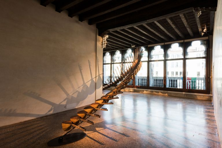 The installation Under One Sun by Elvin Nabizade is formed of 44 saz instruments arching the journey of the sun from dawn to dusk. Photo: Javid Guliyev